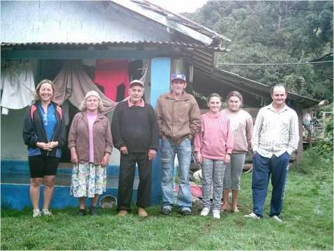 Neste vilarejo encravado no meio das montanhas, antes de Gonçalves onde vivem perto de 1000 pessoas não há Igreja e estas 6 vidas tiveram um encontro com Jesus. Quem os apascentará!?